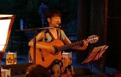 彩子さんの演奏風景